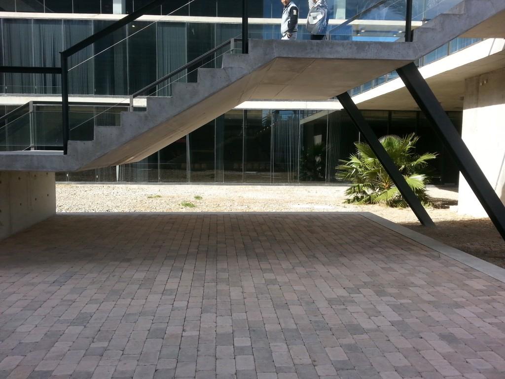 Problema de accesibilidad: escalera en la Ciudad de la Justicia de Murcia